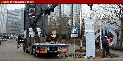 installing build pylon signage